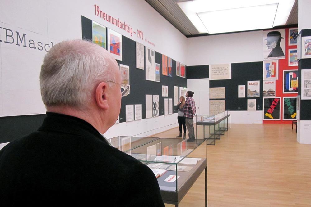 Bernard Stein in der Welt aus Schrift, Foto: Slawek Michalt/AfHAP