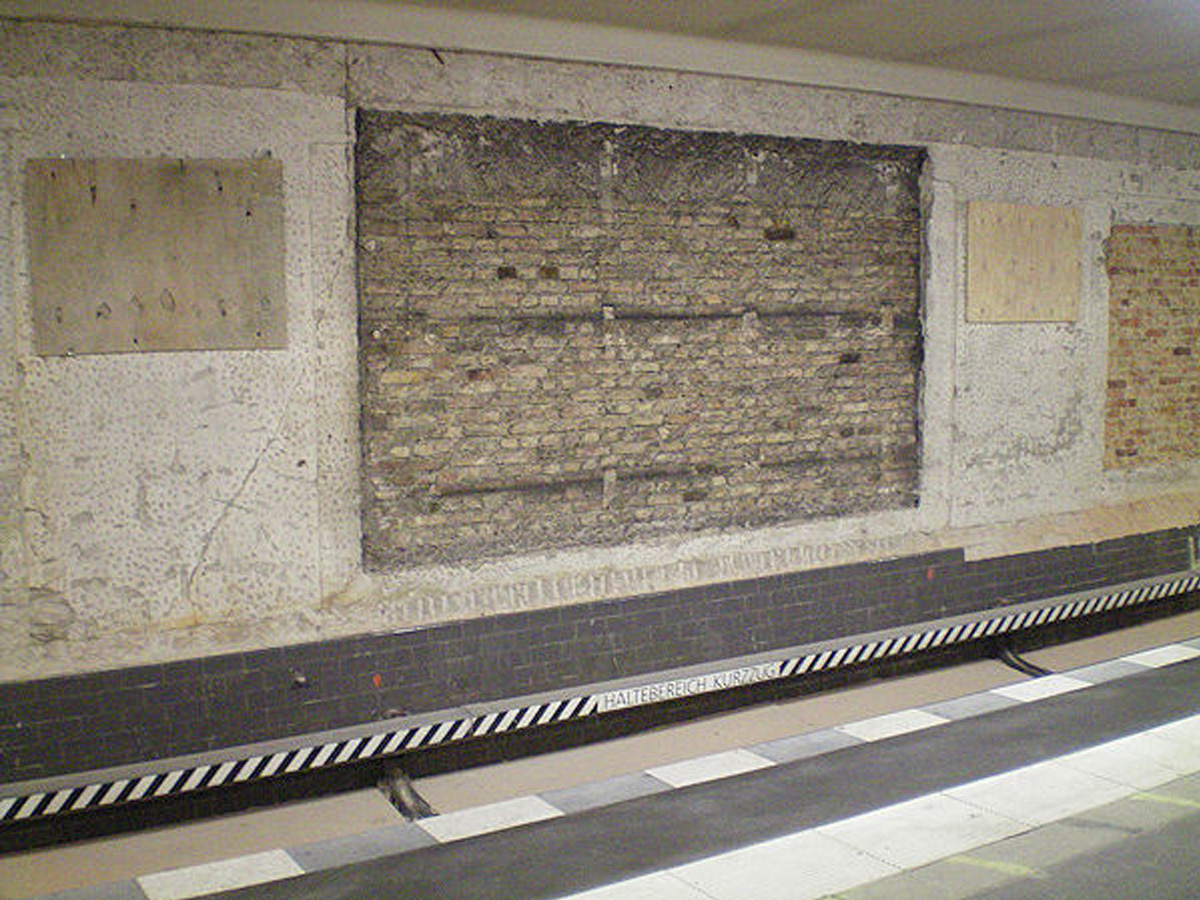 Abb.13: U-Bahnhof Voltastraße, Zustand April 2011. Foto: Harald Tschirner, bahninfo-forum.
