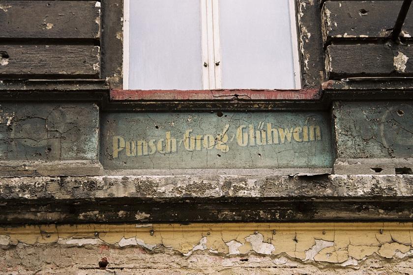 Inschrift in der Pappelallee, verschwunden im Jahr 2013.